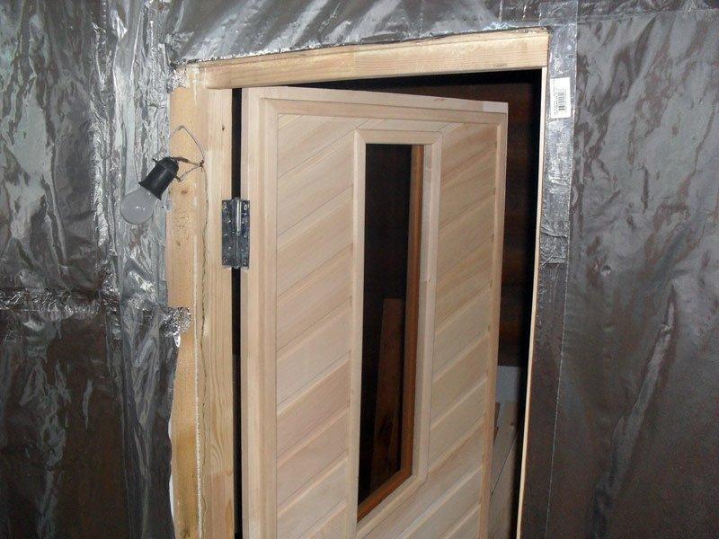 uteplenie-dveri-v-bane-2